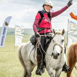 Aly van der Meulen rijdt duizend kilometer te paard in Mongolië