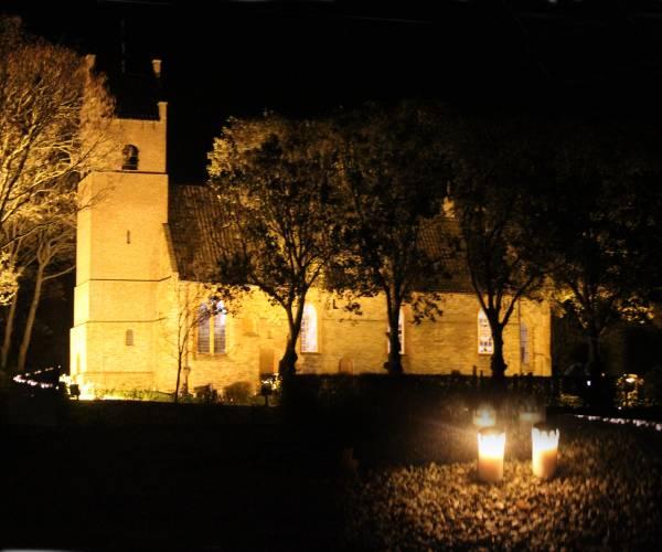 Lichtjesavond op terp van Hegebeintum