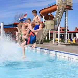Zwembad heet eerste bezoekers van het seizoen welkom