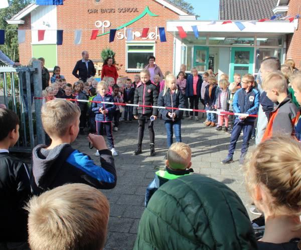 Feestelijke opening vernieuwd schoolplein Op Streek