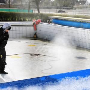 Zwembad maakt zich onder haast winterse omstandigheden op voor een nieuw seizoen