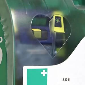 AED bij sportkantine Hallum nu beschikbaar voor hele dorp
