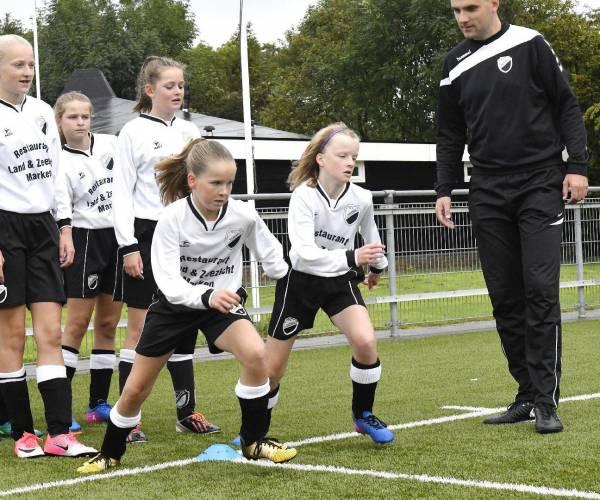 Speciale voetbalavond in Hallum voor meiden- en dames
